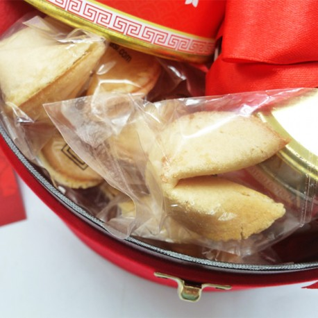 round-box-amelia with fortune cookies